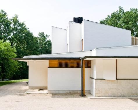 515fe2fdb3fc4b9d4f000210_ad-classics-maison-louis-carr-alvar-aalto_alvar-aalto-france-bazoches-sur-guyonne-maison-louis-carre-01-samuel-ludwig